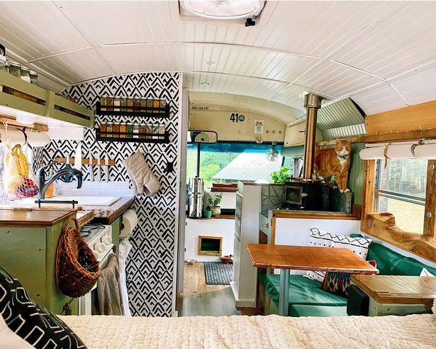 Uno scuolabus trasformato in casa